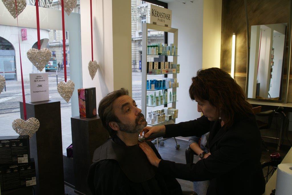 Dans votre salon de coiffure coiffeur visagiste reims for Salon o coiffure reims